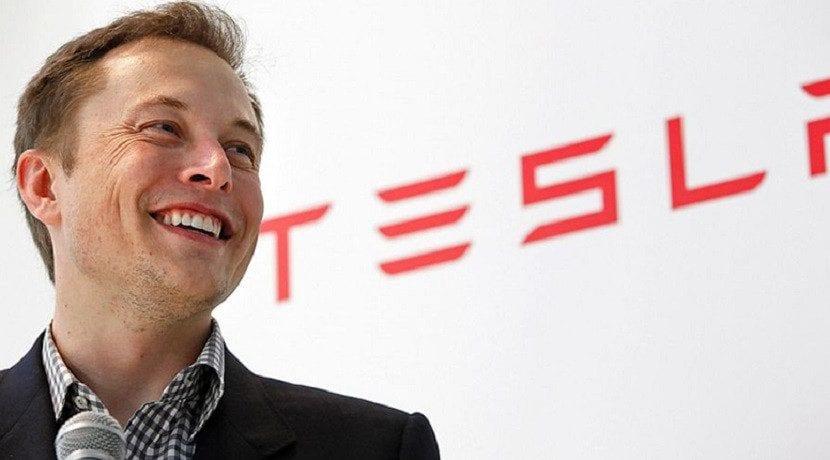 Elon Musk habla del futuro de la conducción autónoma Tesla