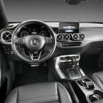 Interior de la Pick-up de Mercedes en blanco (Clase X)