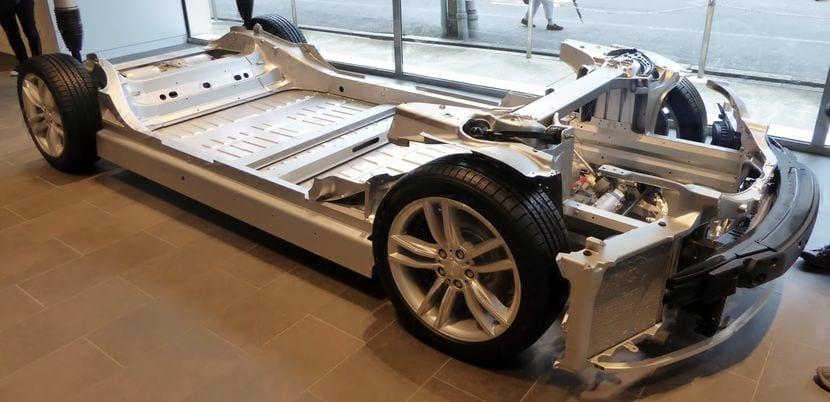 Parte del chasis de un Tesla