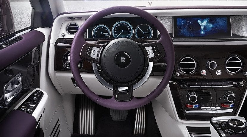 Puesto de conducción del Rolls-Royce Phantom 2018