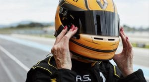Anciana de 79 años, Rosemary Smith, pilota un F1 de Renault