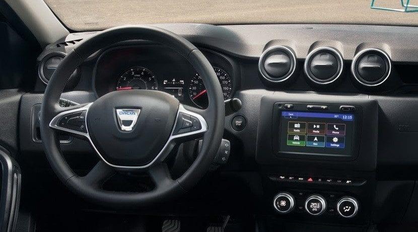 El uso del volante al aprender a conducir un coche