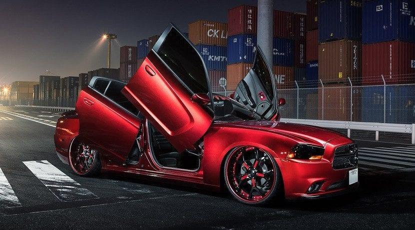 Lateral del Dodge Charger con 4 puertas de tijera