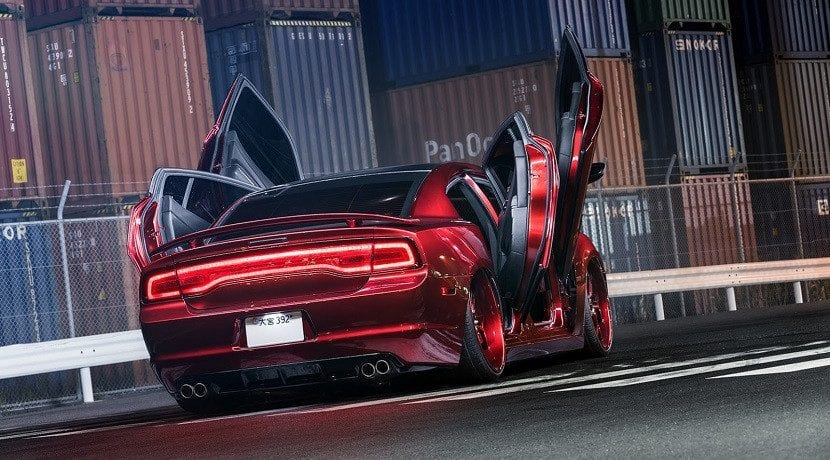 Trasera del Dodge Charger con 4 puertas de tijera