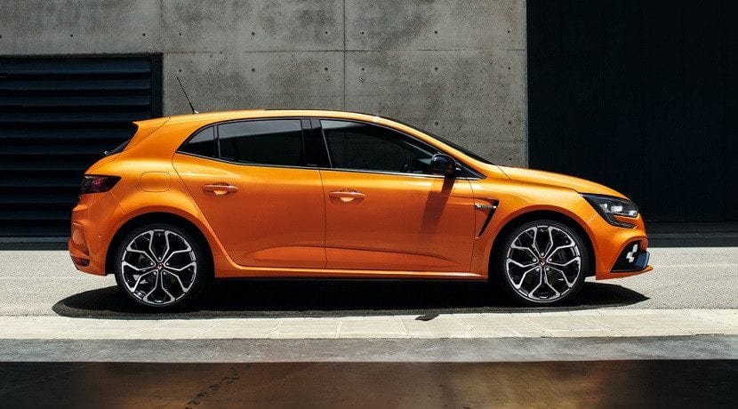 renault-megane-rs-2018-lateral