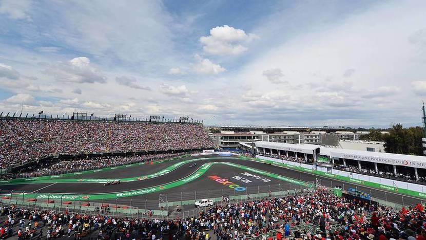 Gradas llenas de gente en el GP de México