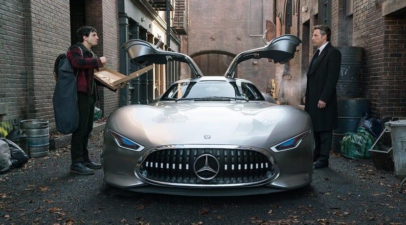 El coche de batman ser un mercedes en la pel cula 39 liga for Justice league mercedes benz