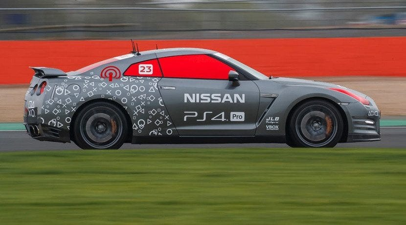 Nissan GT-R teledirigido