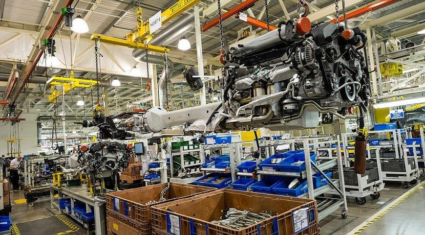 Un Brexit sin acuerdo pararía las fábricas de Aston Martin