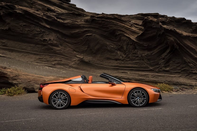 Lateral del BMW i8 Roadster sin techo