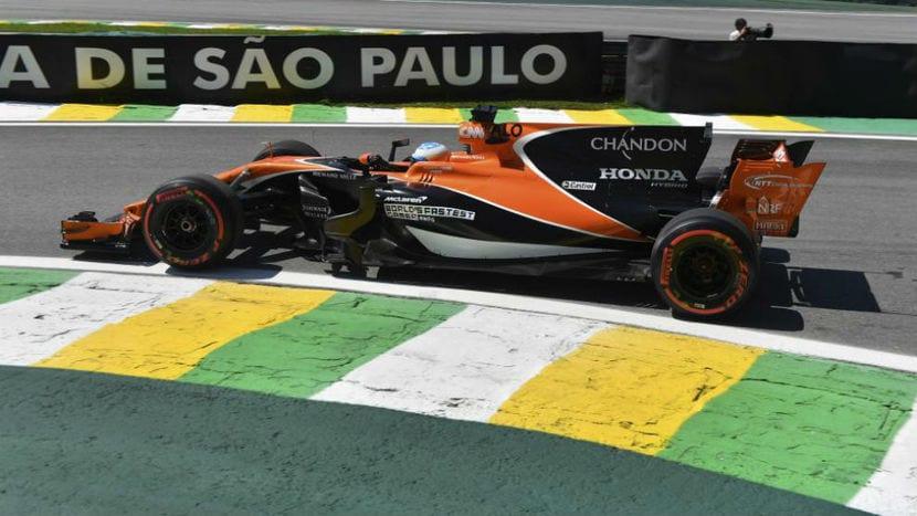 Fernando Alonso en el MCL32 de McLaren en el GP de Brasil