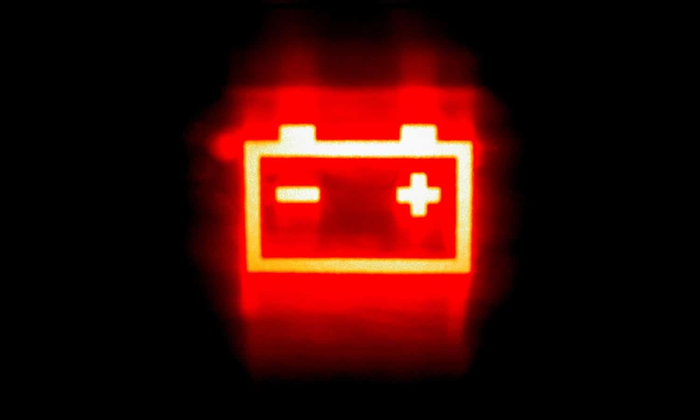 testigo de fallo en el alternador o la batería