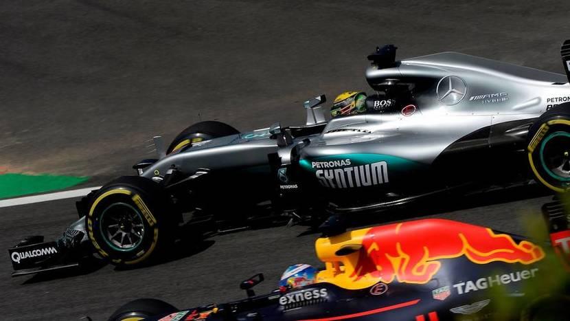 Mercedes y Red Bull en paralelo