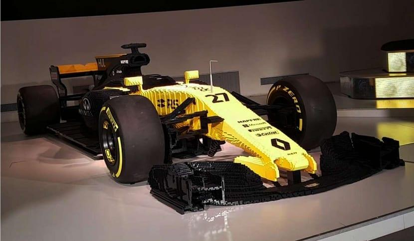 Renault F1 hecho de piezas de Lego