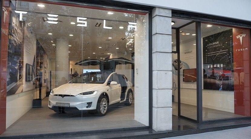 Escaparate del concesionario de Tesla