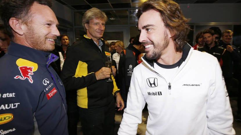 Christian Horner saludando a Fernando Alonso