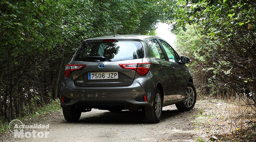 Toyota Yaris perfil trasero