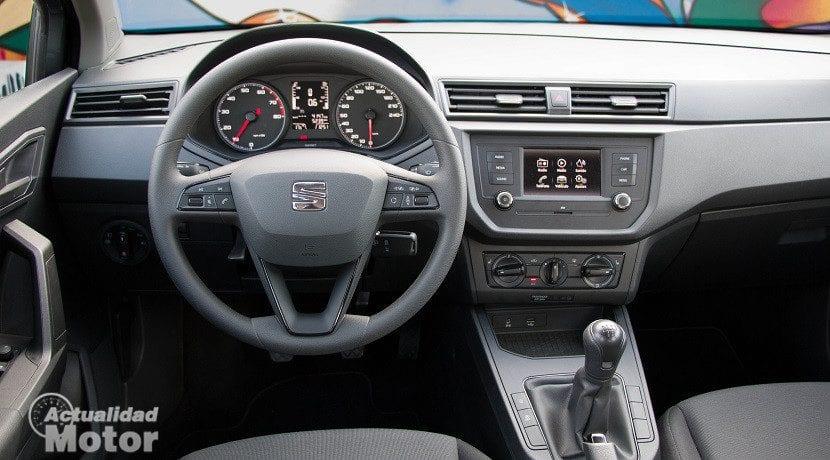 Puesto de conducción del Motor 1.0 de 75 CV del Seat Ibiza Reference Plus