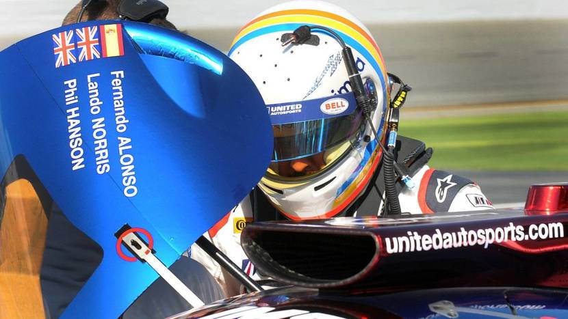 Alonso subiendose al Ligier de Daytona