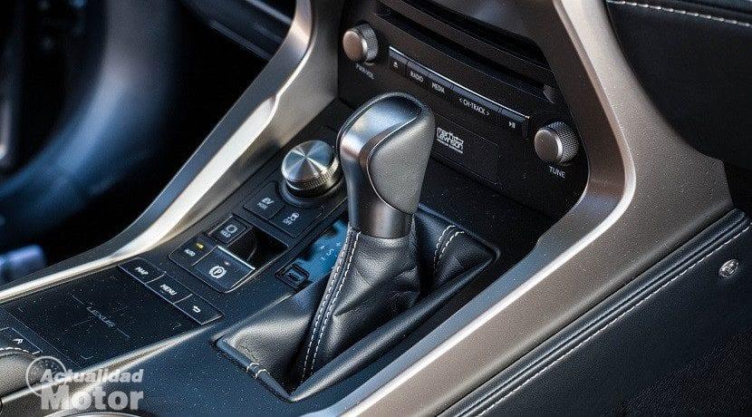 Palanca de cambios del Lexus NX 300h Luxury