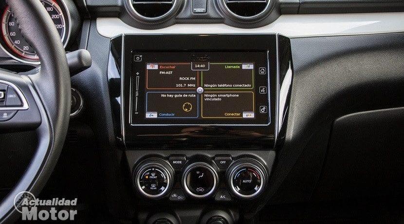 Prueba Suzuki Swift 1.0 GLX HSVS (pantalla táctil)