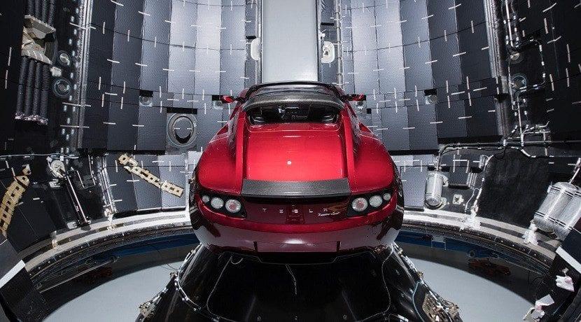 Tesla Roadster en la bodega de carga del SpaceX Falcon Heavy