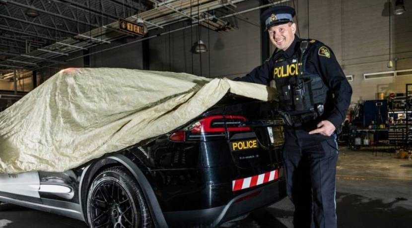 Tesla Model X Policía Canadá