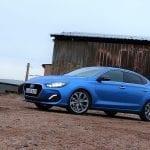 Prueba Hyundai i30 Fastback lateral delantero
