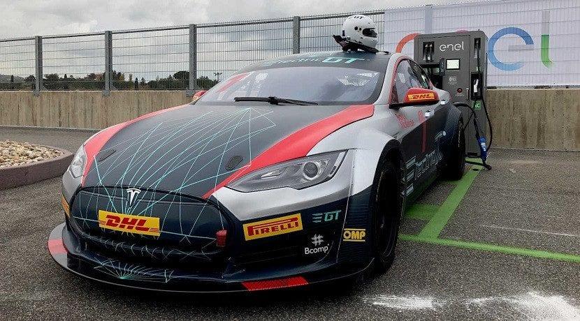 Model S Racing Series cargandose