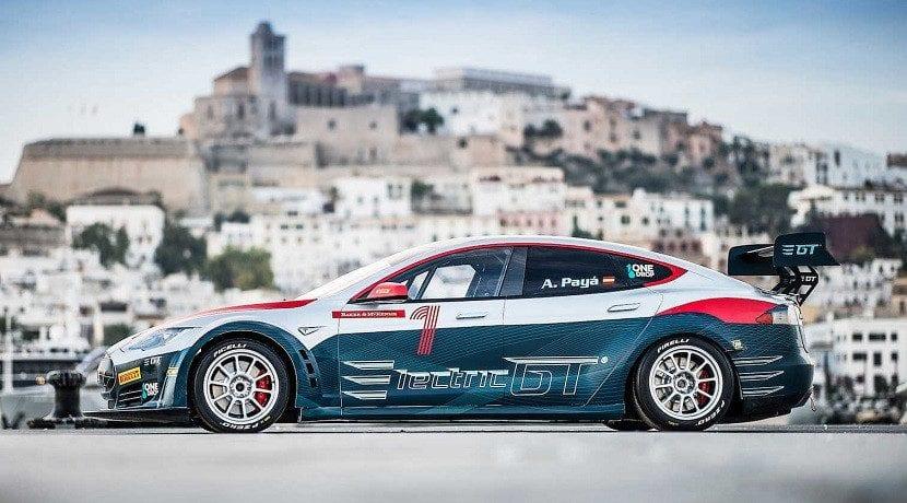Lateral del Model S Racing Series