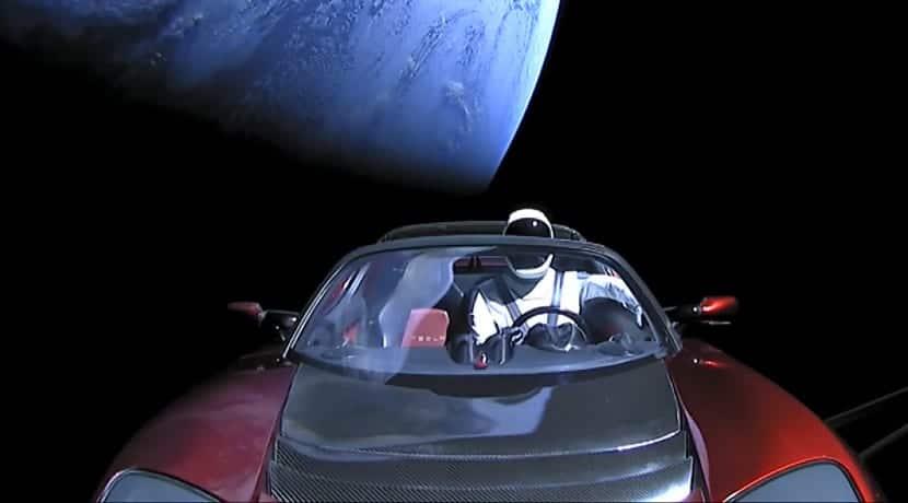 Tesla Roadster lanzado al espacio por SpaceX