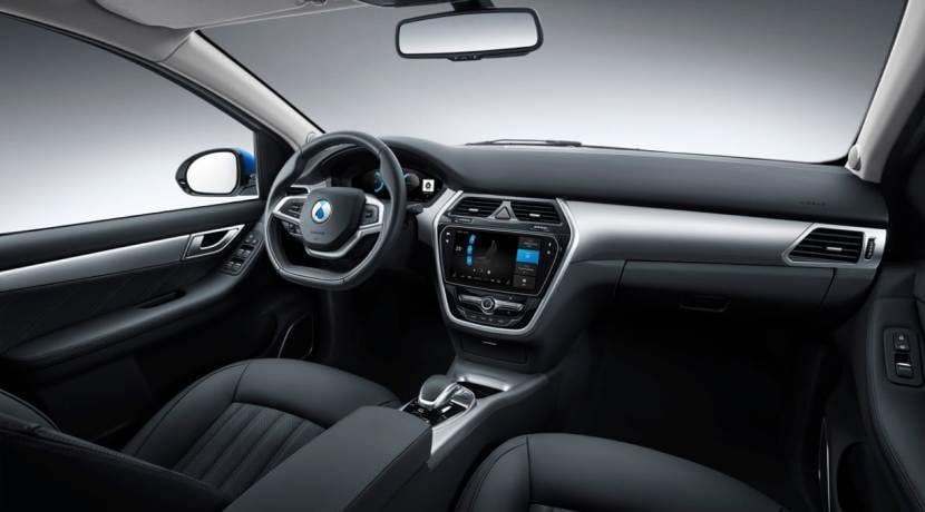 Mercedes-Benz - BYD Denza 500