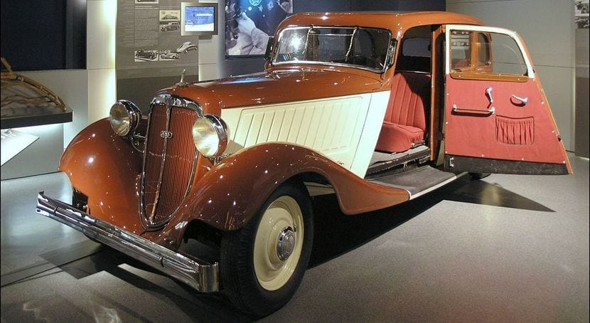 Audi 225