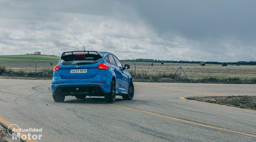 Prueba Ford Focus RS paso por curva trasera