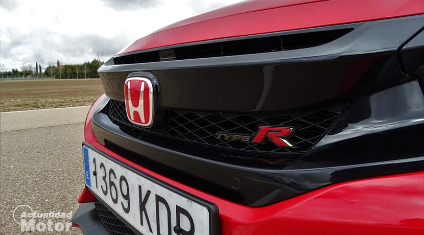 Prueba Honda Civic Type R insignia frontal