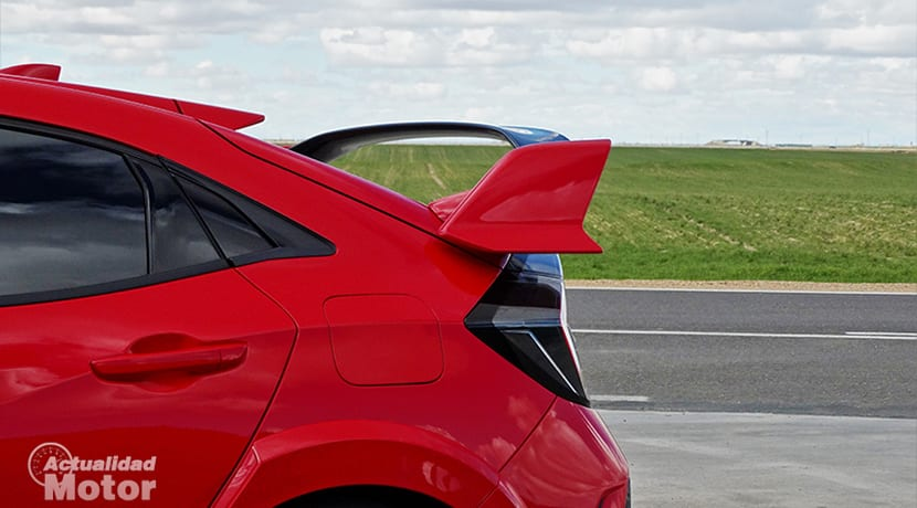 Prueba Honda Civic Type R detalle alerón trasero