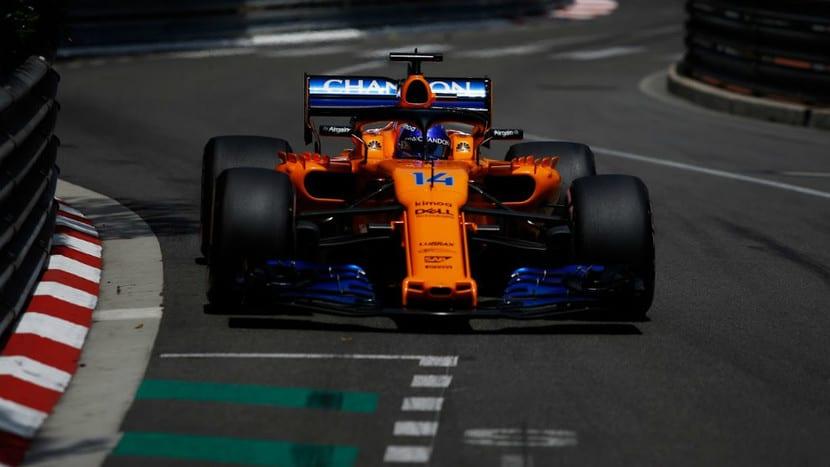 Alonso en el MCL33 en Mónaco