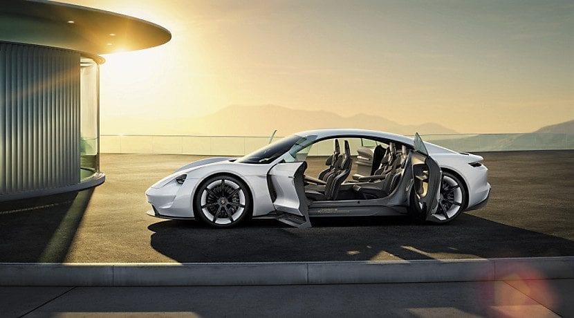 Porsche Mission E conducido por Alam Levine de Maroon Five