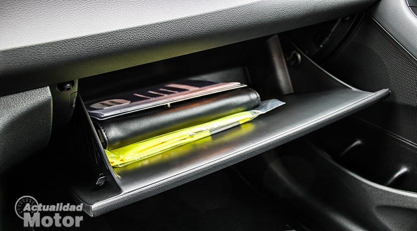 Objetos que debes llevar en la guantera del coche