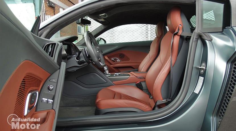 Interior del Audi R8 V10 Plus
