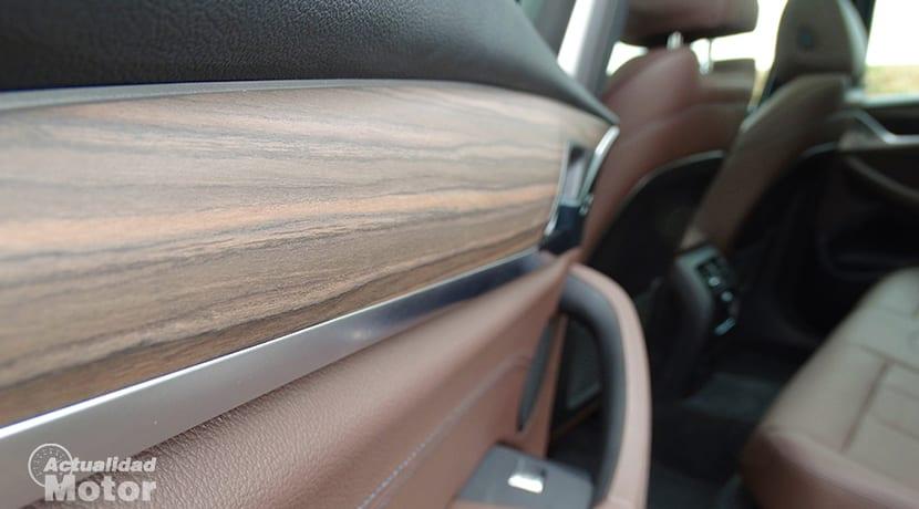 Prueba BMW X3 detalle interior en madera