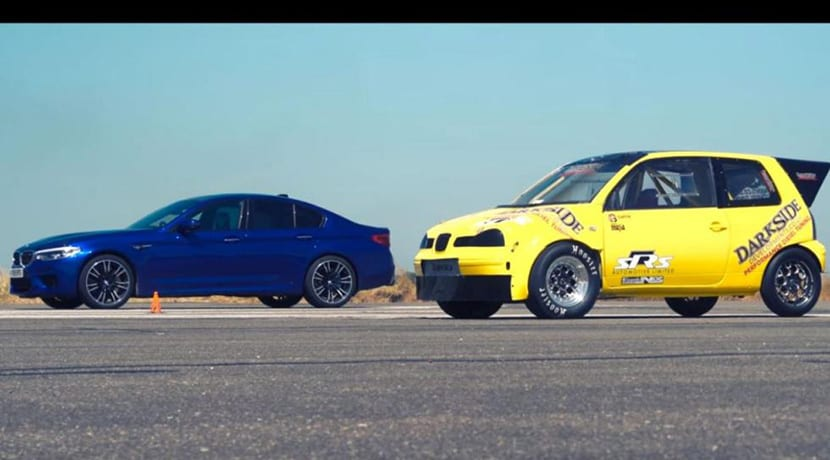 Drag Race entre un Seat Arosa diésel y un nuevo BMW M5