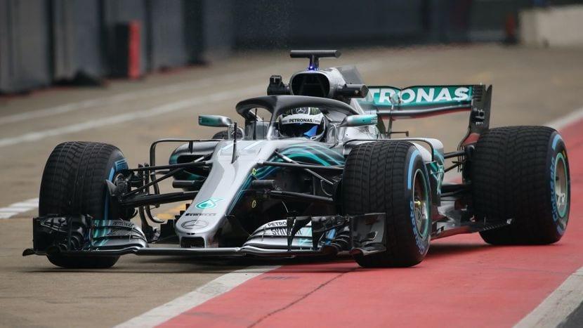 Mercedes F1 2018 con neumáticos de lluvia