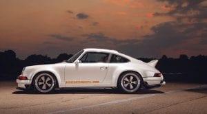 Lateral del Porsche 911 964 preparado por Singer y Williams con 507 CV