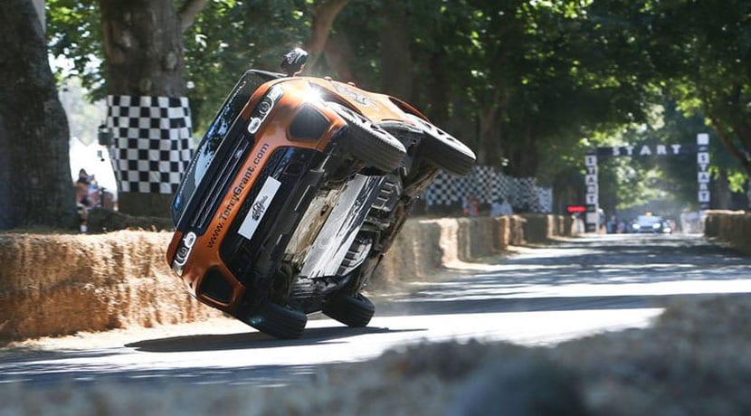 Terry Grant a dos ruedas con el Range Rover Sport SVR en Goodwood 2018