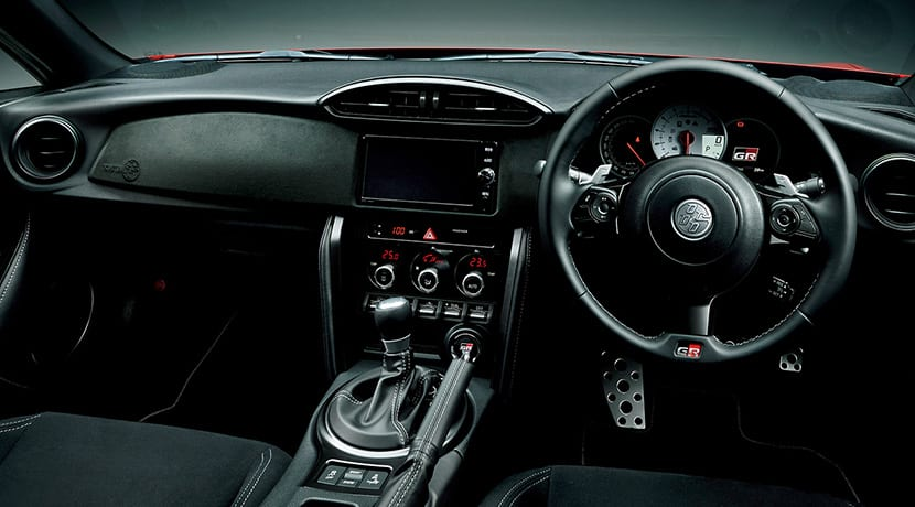 Toyota 86 GR Sport para Japón interior