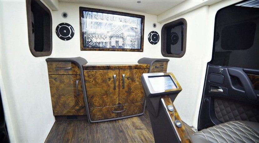 Interior del Mercedes AMG G 63 limusina blindada de Inkas