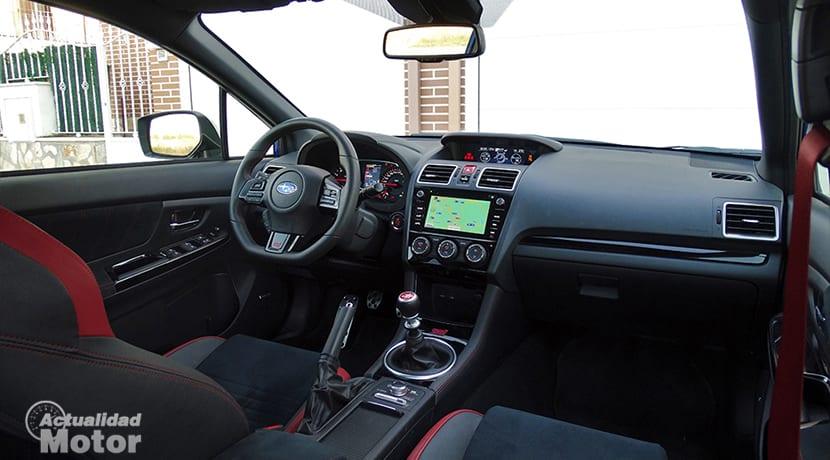 Prueba Subaru WRX STi diseño interior