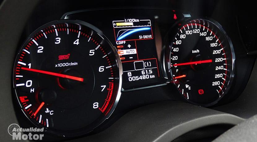Prueba Subaru WRX STi cuadro de instrumentos