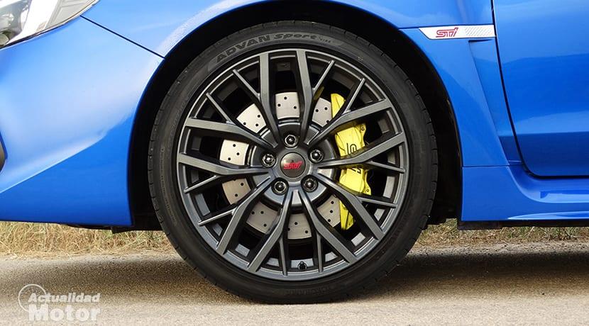 Prueba Subaru WRX STi discos de freno perforados